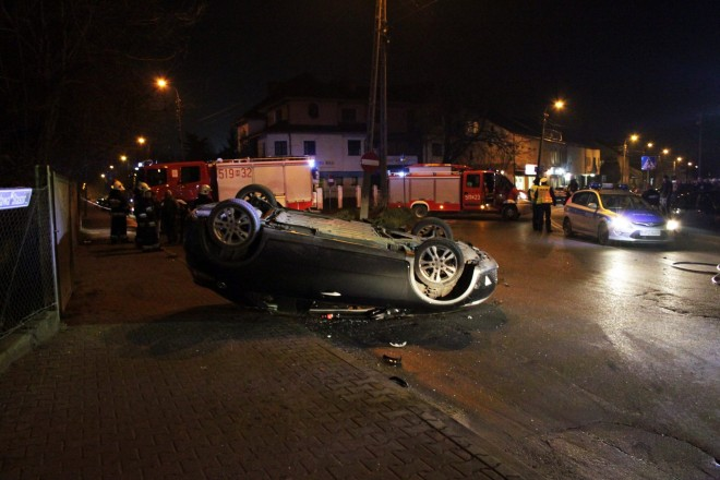 Honda dachowała na skrzyżowaniu 3-go Maja i Staszica w Sulejówku!