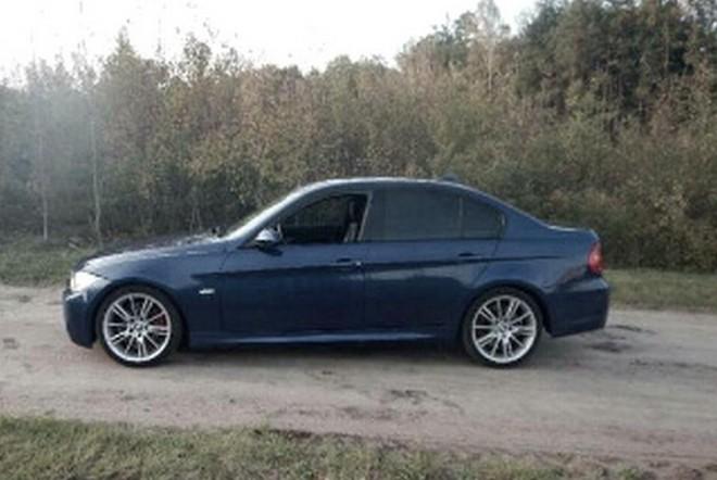 Policjanci odzyskali BMW skradzione w gminie Stanisławów