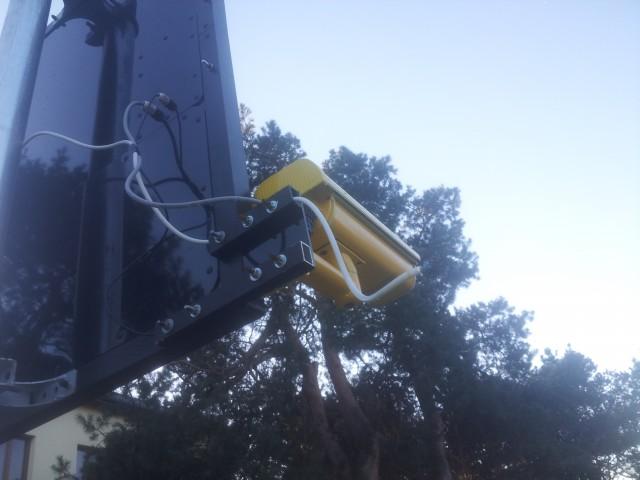 Wandal - Debil uszkodził radarowy system monitoringu prędkości na ulicy Armii Krajowej w Sulejówku