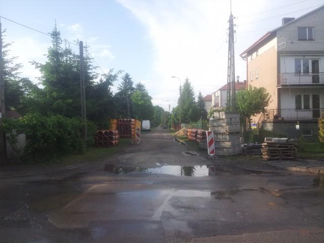 Drogowcy rozpoczęli pracę przy budowie ulicy Głowackiego w Sulejówku!