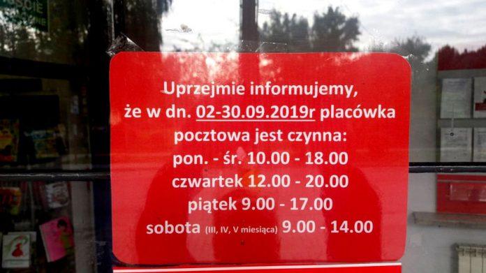 Godziny pracy Urzędu Pocztowego na ulicy 3 Maja w Sulejówku (Fot: Agnieszka Petrow-Wasilewska)