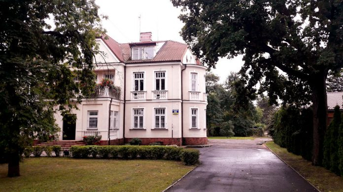 Budynek Urzędu Miasta Sulejówek - Willa Dewajtis Czesława i Apolonii Sandrów (Fot: Hubert Wasilewski)
