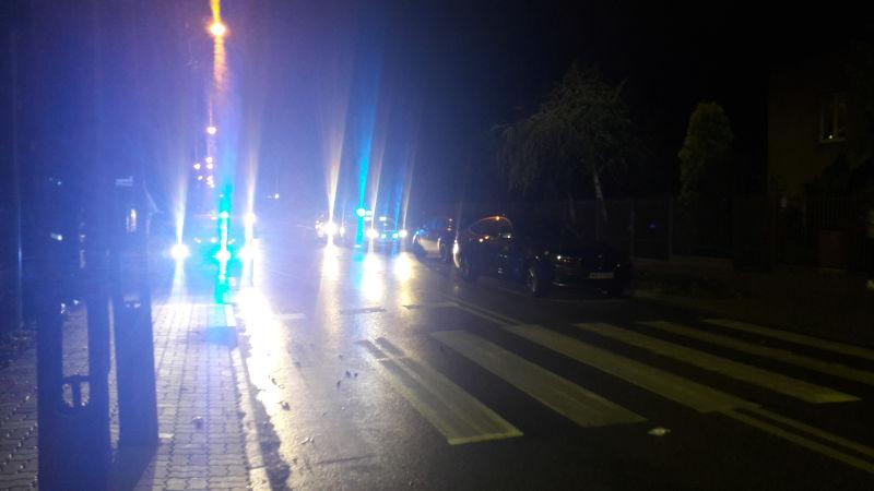 Potrącenie kobiety na ulicy Bema w Sulejówku (Fot: Hubert Wasilewski)