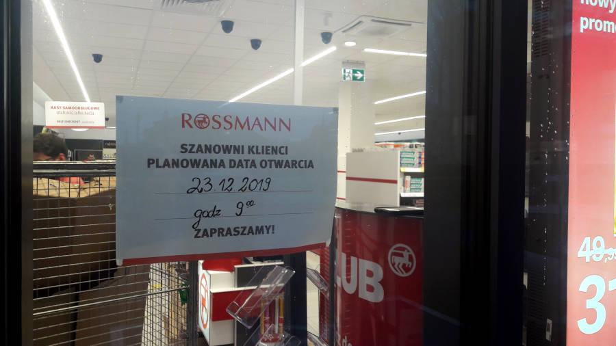 Data otwarcia sklepu Rossmann przy Placu Czarnieckiego 1 w Sulejówku (Fot: Hubert Wasilewski)