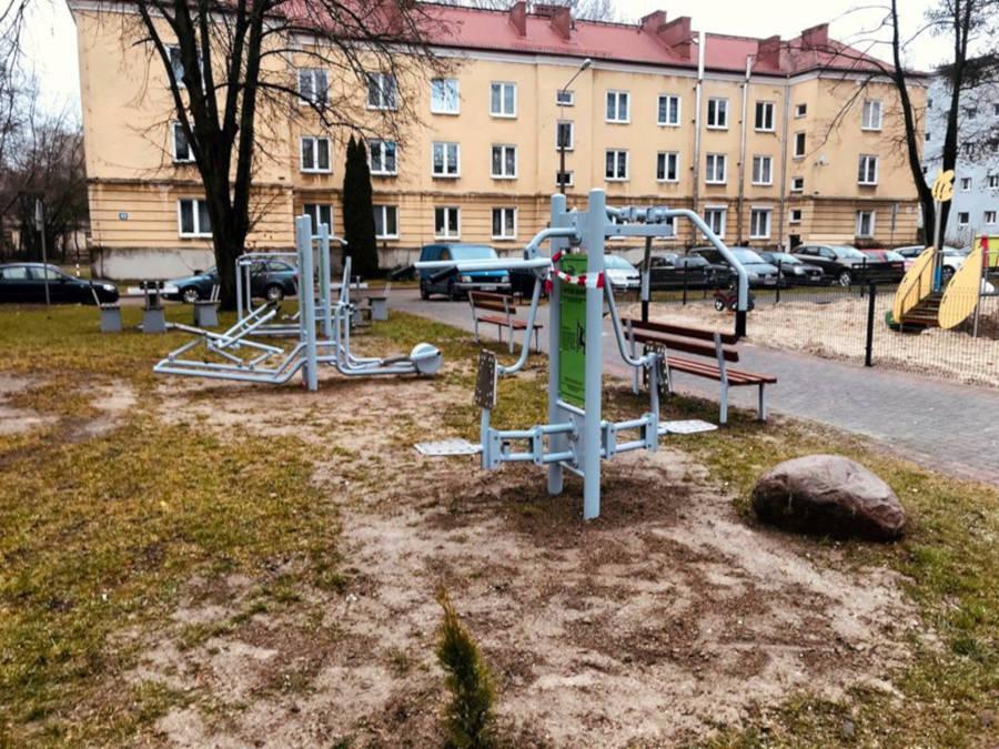 Plac zabaw i siłownia przy Placu Czarnieckiego w Sulejówku (Źródło: Urząd Miasta Sulejówek)