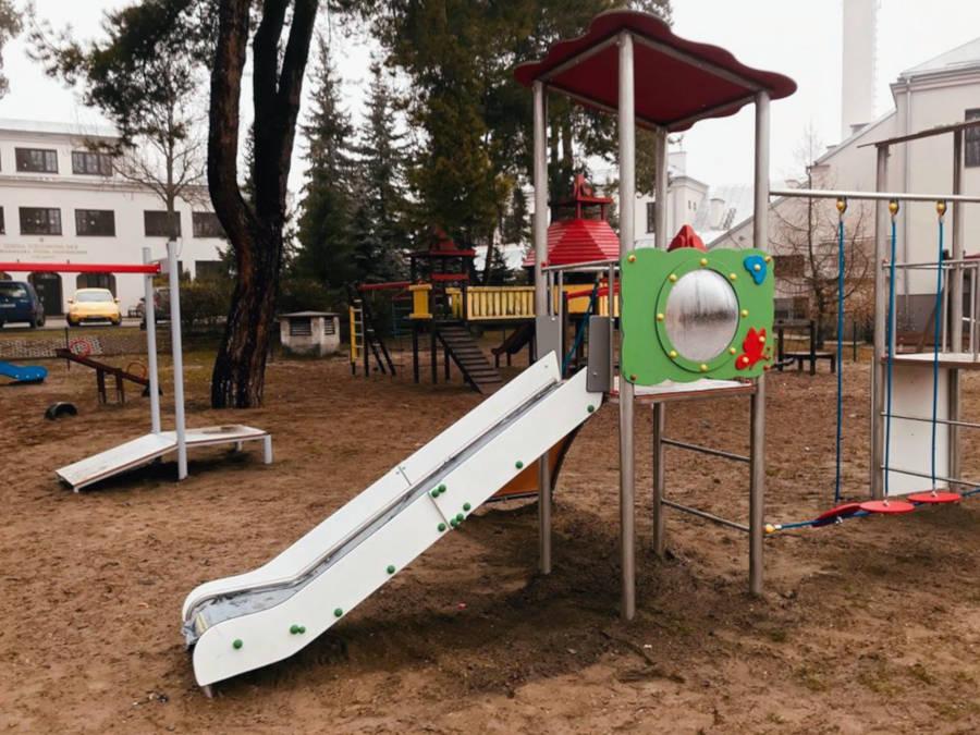 Plac zabaw przy Szkole Podstawowej nr 3 w Sulejówku (Źródło: Urząd Miasta Sulejówek)