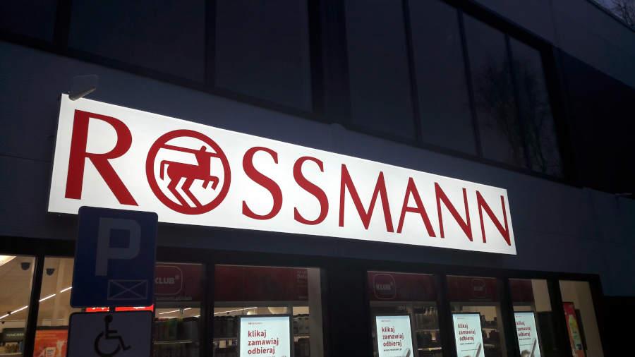 Sklep Rossmann przy Placu Czarnieckiego 1 w Sulejówku (Fot: Hubert Wasilewski)