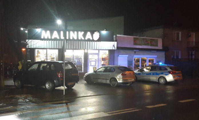 Dzisiejsza stłuczka Suzuki z Seatem obok sklepu Malinka w Sulejówku (Fot: Hubert Wasilewski)