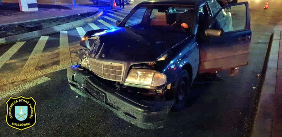 Wypadek koło Lidla na skrzyżowaniu ulicy Okuniewskiej z Piłsudskiego w Sulejówku (Źródło: OSP Sulejówek)