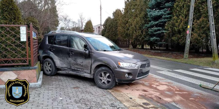 Wypadek na skrzyżowaniu Paderewskiego z ulicą Grabskiego w Sulejówku (Źródło: OSP Sulejówek)