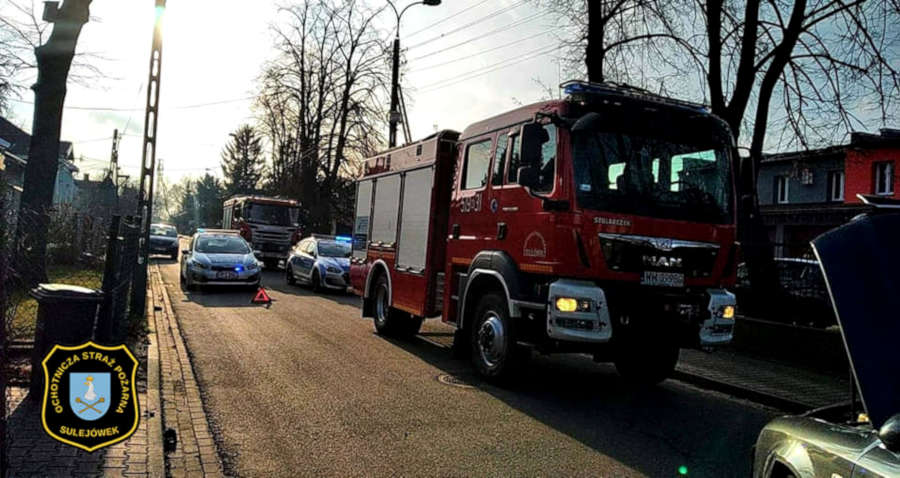 Zderzenie na skrzyżowaniu ulicy Świętochowskiego z Wyspiańskiego w Sulejówku (Źródło: OSP Sulejówek)