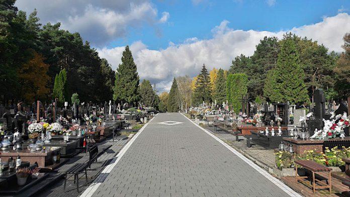 Cmentarz przy ulicy Żelaznej w Sulejówku Miłośnie Fot: Hubert Wasilewski
