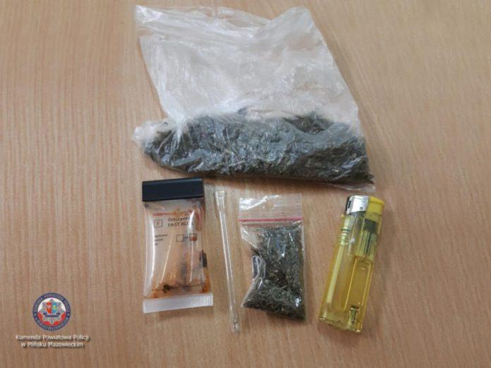Narkotyki znalezione przez policjantów przy 21-latku